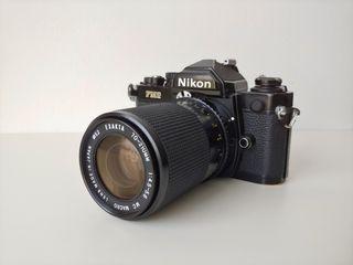 Nikon FM2 con objetivo Exacta 70-210 macro.