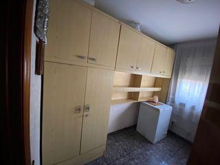 Habitación individual, mueble nido.
