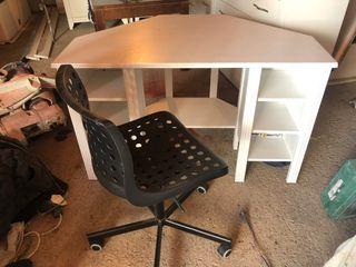 Escritorio de esquina y silla