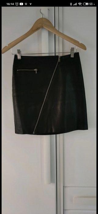Falda de polipiel.
