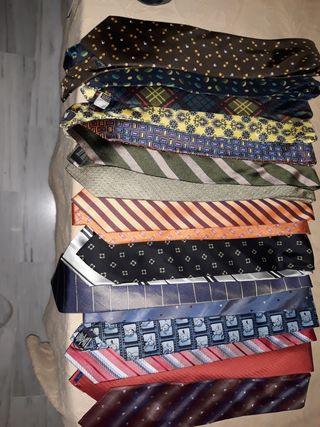 lote de corbatas casi todas de marca