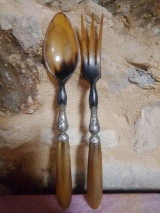 Cubiertos de servir en plata y asta. S.XIX