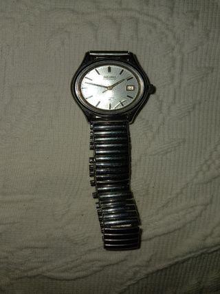 El reloj automático seiko para mujer funciona muy