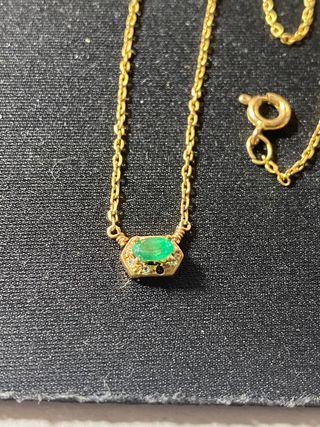 Cadena de oro con esmeralda