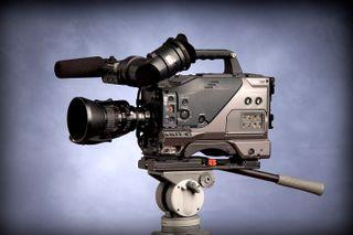 CÁMARA DE VIDEO PROFESIONAL PANASONIC DVC200/3CCD