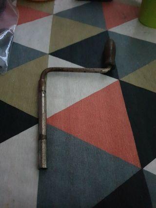 Antigua manivela de gramofono con rosca