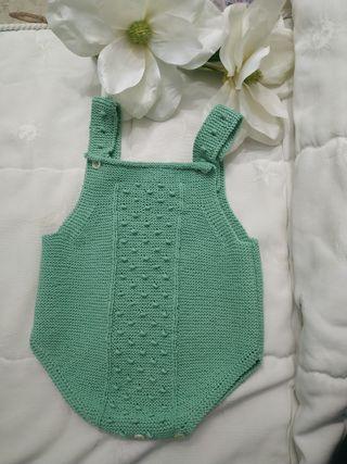 Pelele bebé color verde con hilo de algodón