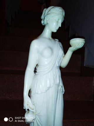 figura griega marmolina