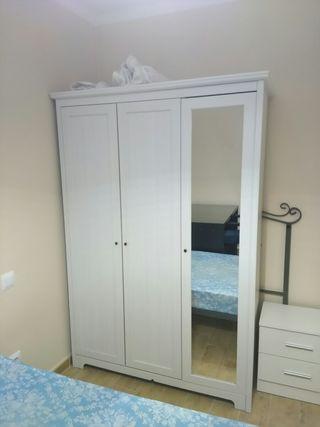 armario Ikea KLEPPSTAD con 3 puertas