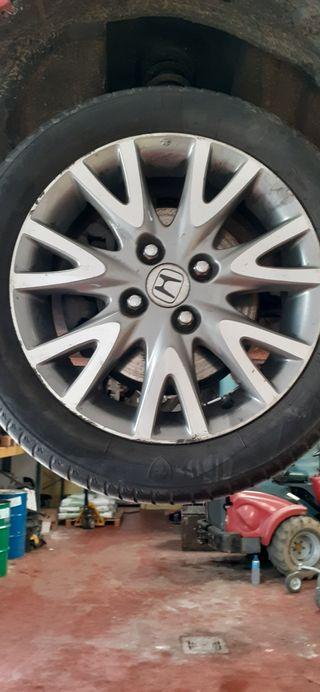 llantas Honda civic con neumático