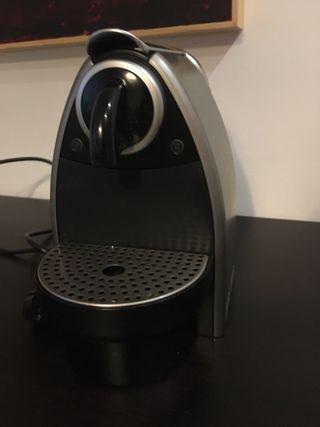 Cafetera Nespresso Krups Essenza