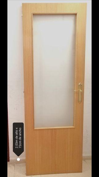 4 Puertas de madera resistentes para interior