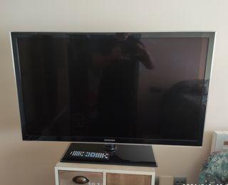 TV Samsung 40' UE40D5000 con muy poco uso