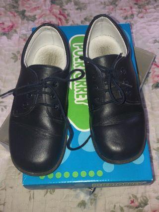 Zapatos de cordones, con una sola puesta.