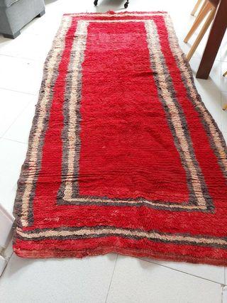 Alfombra de lana roja