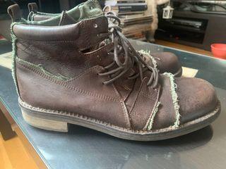 Botas de piel color marrón