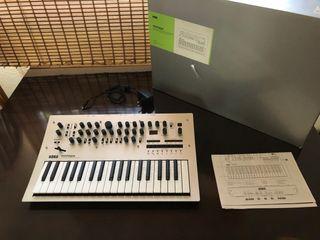 Sintetizador polifonico analogico Korg Minilogue