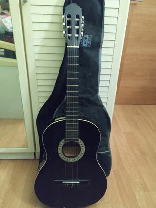 Guitarra clásica española con funda