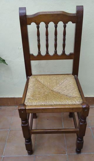 Silla de madera en perfecto estado