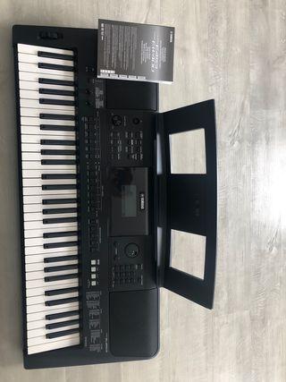Piano eléctrico Yamaha PSR-E453