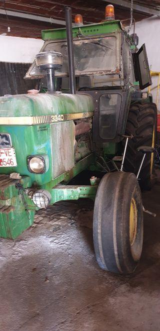 Tractor John Deere 3340 y aperos de labranza