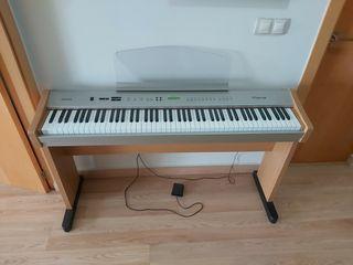 Piano electronico con pedal