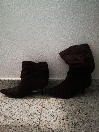 Botas de piel. Marrón oscuro.