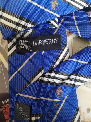 Corbata Burberry azul royale como nueva