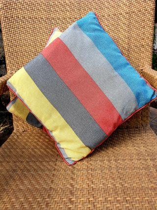 2 cojines de colores con relleno 45 x 45 cm