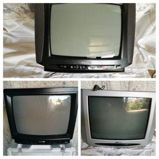 Varias televisiones antiguas