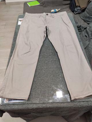 Pantalón chino beige C&A