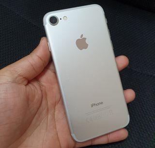 I PHONE 7 32GB PLATA