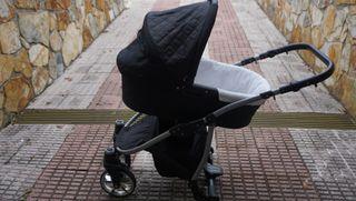 Cochecito bebe( le faltan las ruedas traseras)