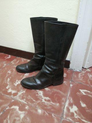 botas de color marrón de piel