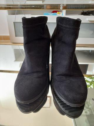 Botines Bershka color negro