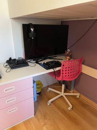 Cama alta y escritorio Ikea