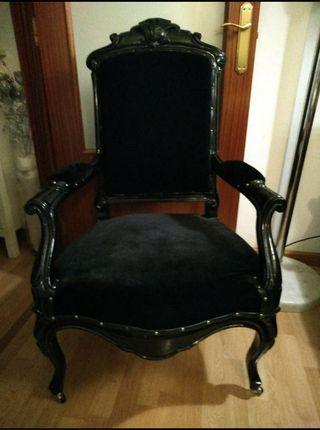 butacon isabelino, terciopelo negro. restaurada.