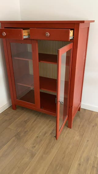 Mueble rojo almacenaje