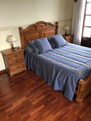 Colcha para cama 1,50 X 2,00, cojines. Como nueva