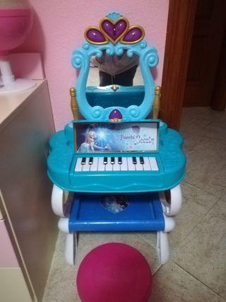 Tocador y piano Frozen