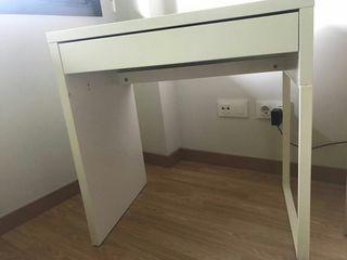 Mesa Escritorio Ikea blanca con cajón