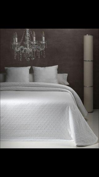Colcha de cama color blanco cama de 150 cm