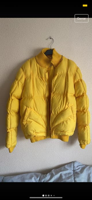 Plumífero amarillo