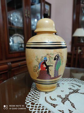 Bombonera decorativa de porcelana egipcia