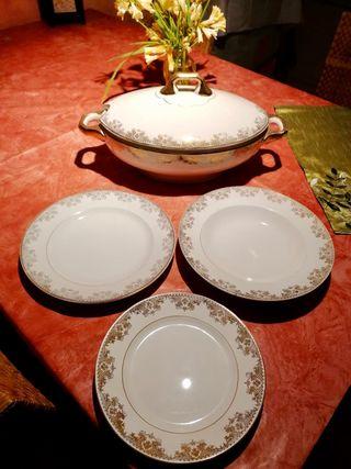 Juego de vajilla de porcelana blanca y dorada