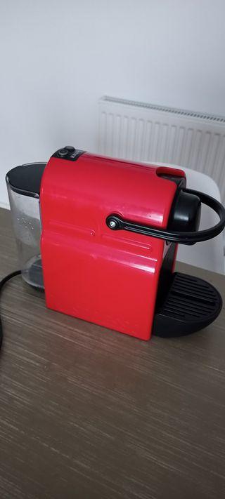 Cafetera de cápsulas Nespresso Krups Inissia roja