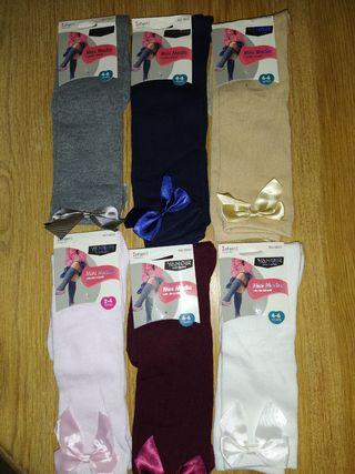 Se venden por cierre de mercería calcetines lazo