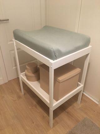 Cambiador y accesorios bebé SNIGLAR IKEA blanco