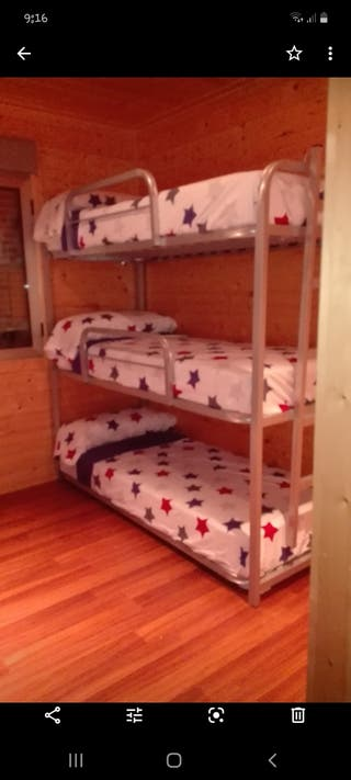 Literas de tres camas cada una. Total seis camas