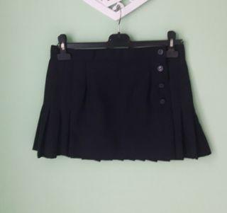 Falda corta de tablas estilo colegial azul marino